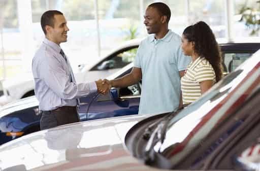 Car-sale-shaking-hands-customer